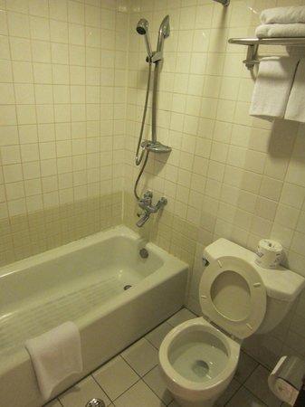 Bayview Hotel Guam : 古い感じですが水圧はOK