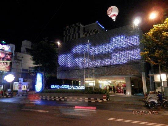 Grand Aston Yogyakarta: Aston at night