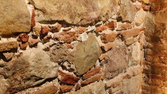 Aparthotel Arai: Détail de la chambre (mur de briques)