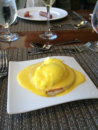 Four Seasons Hotel Houston: Egg Benedict