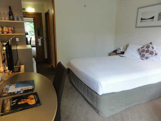 Novotel Queenstown Lakeside : 寝心地の良いダブルベッド