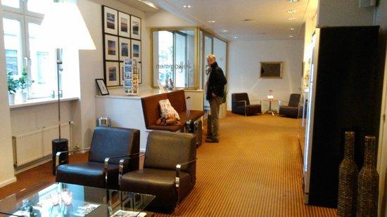 First Hotel Excelsior : Front desk of hotel