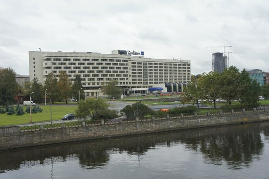 Radisson Blu Daugava Hotel, Riga: Hotel seen from the town