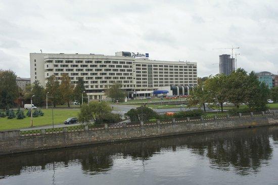Radisson Blu Daugava Hotel, Riga : Hotel seen from the town