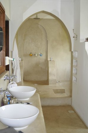 Swahili Beach Resort: Glorious bathroom