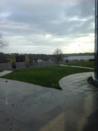 Glasson Country House Hotel & Golf Club : View from the lobby, even in the rain it is gorgeous