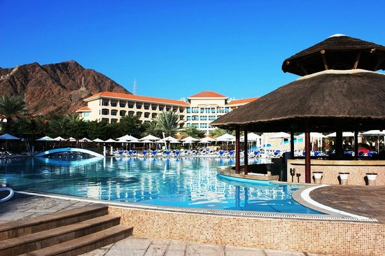 Fujairah Rotana Resort & Spa - Al Aqah Beach : Pool Bar