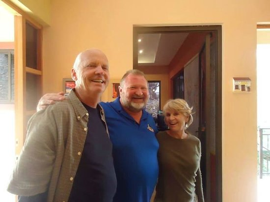 Casa de Montana Bed & Breakfast : Terry spending time with guests