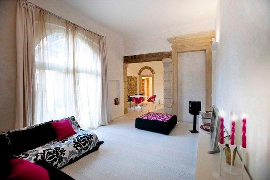 Truly Verona: livingroom