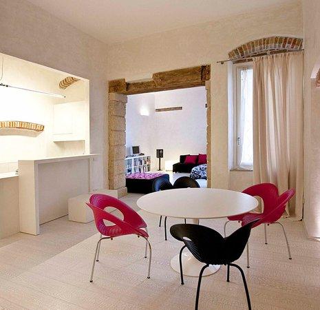 Truly Verona: livingroom/kitchen