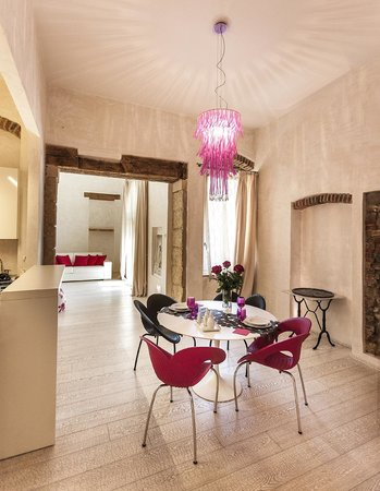 Truly Verona: living room/kitchen