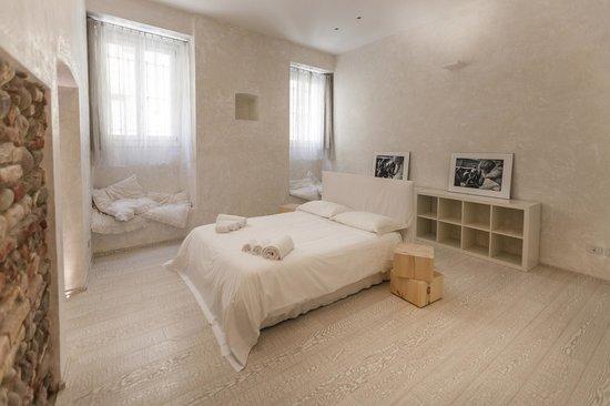 Truly Verona: bedroom