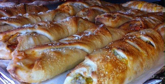 Stefano's Ristorante Italiano: Pizza stuffed rolls
