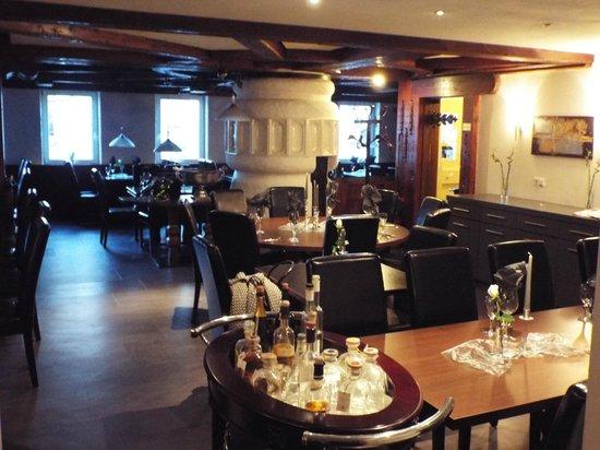 Runder Tisch Für 10 Personen Bild Von Restaurant Hirsch