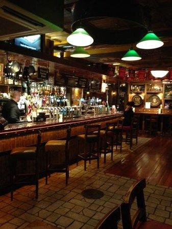 Blooms Hotel : pub