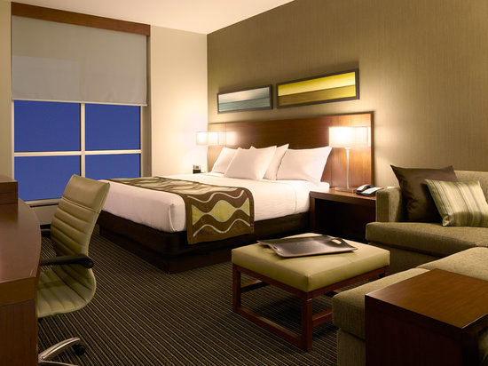 Hyatt Place Flushing/LaGuardia Airport: Complimentary hotel shuttle to and from La Guardia Airport (LGA)