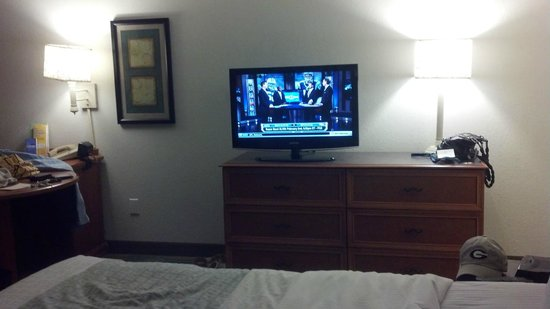 La Quinta Inn & Suites Winston-Salem : Flat Screen TV