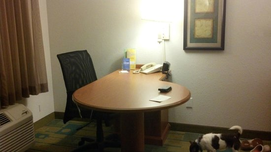La Quinta Inn & Suites Winston-Salem : Work area