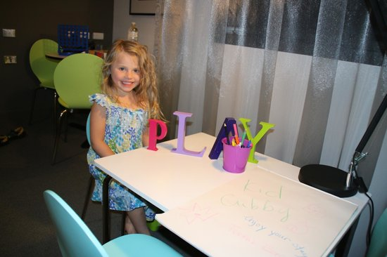 East Hotel: Drawing Table For Kids