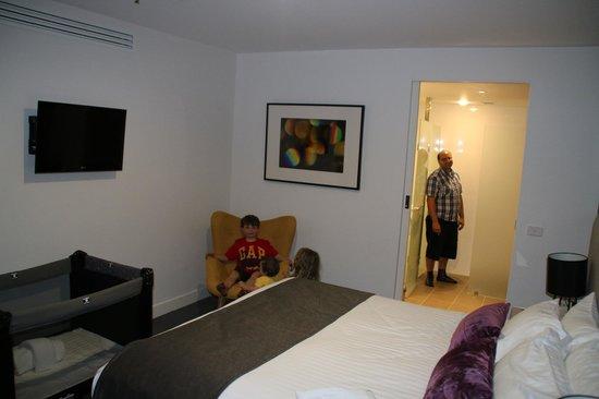 East Hotel : Adult Bedroom