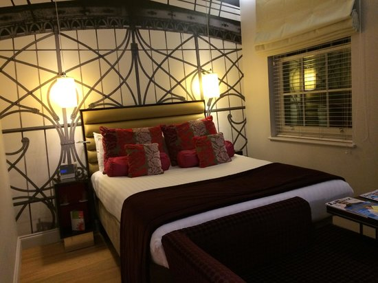 Hotel Indigo London-Paddington: Great room, great bed