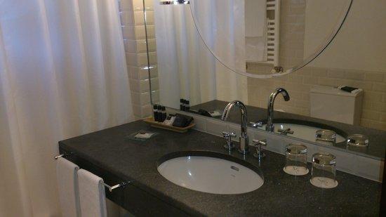 Terra Nostra Garden Hotel: baño