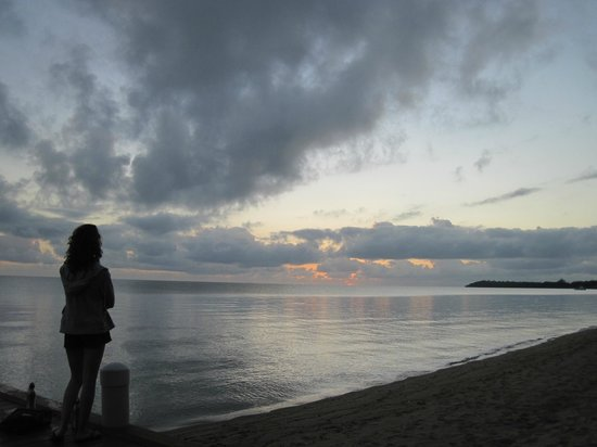 Hamanasi Adventure and Dive Resort: Sunrise