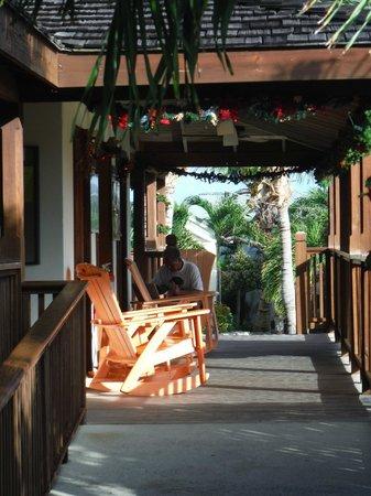 The Verandah Resort & Spa: Chaleureux partout sur le site