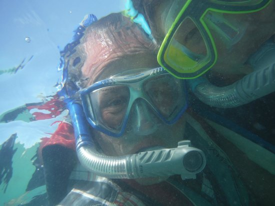 The Verandah Resort & Spa: Plage des sports, poissons et coraux à profusion!