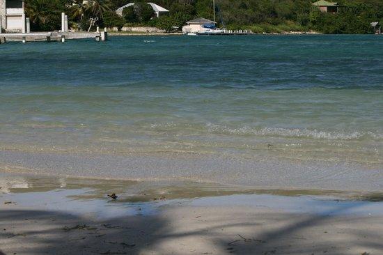 The Verandah Resort & Spa: long bay, la troisième plage, hors du site lui-même, mais accessible à pied