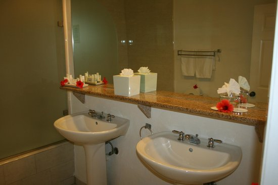 The Verandah Resort & Spa : grande salle de bain
