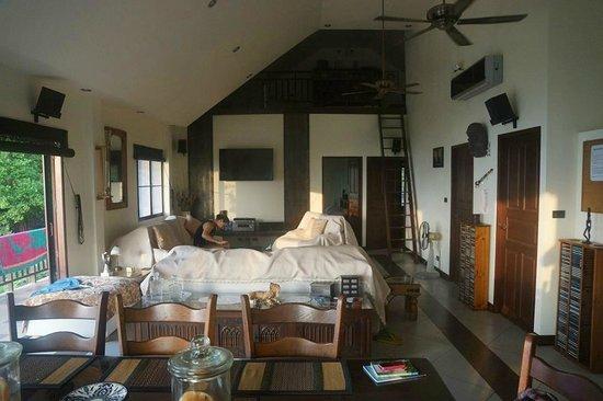Koh Tao Star Villa: Inside penthouse.