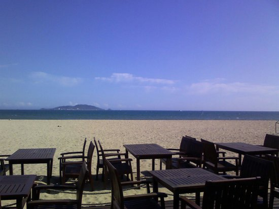 Club Med Sanya: Private Beach, view from outdoor cafe