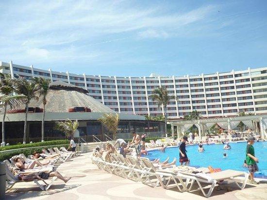 Crown Paradise Club Cancun: Piscinas e Buffet