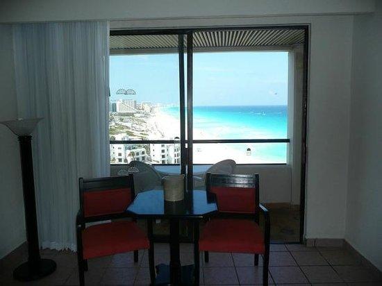 Crown Paradise Club Cancun : Acesso a sacada