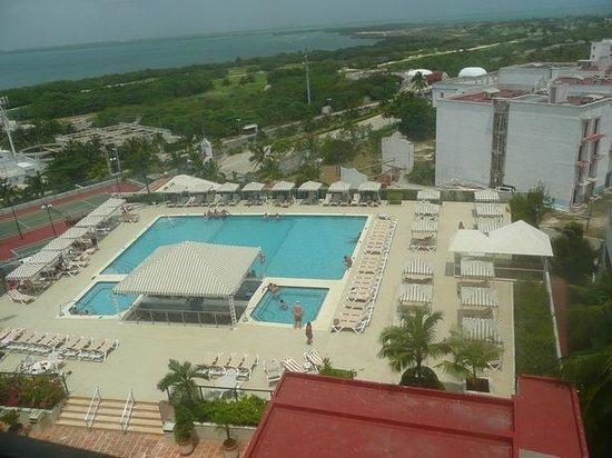 Crown Paradise Club Cancun : Piscina de Adultos com Hidro e Bar Molhado