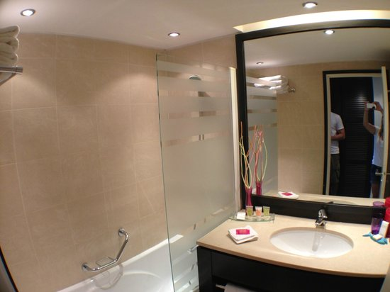 New Hotel Of Marseille : Banheiro limpissimo e confortável
