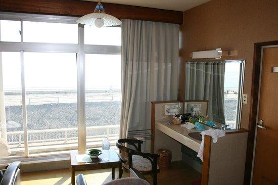 Umikaoru Yado Hotel New Matsumi: Wash Sink (in bedroom rather than bathroom)