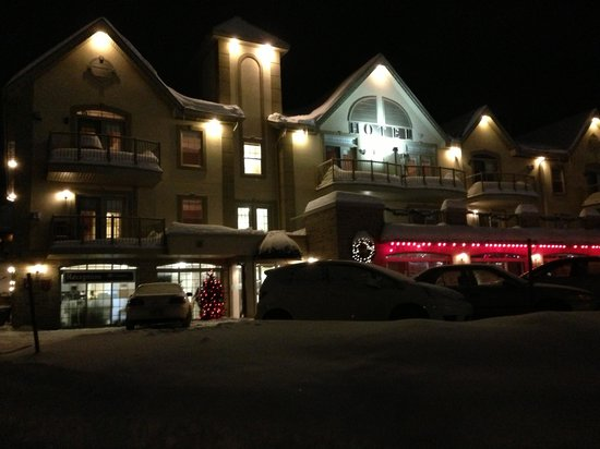 Hotel St-Sauveur: Front of the hotel