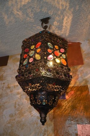 Marjaba Cafe: moroccan lamp