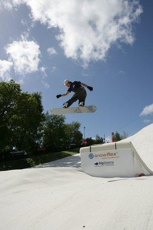 Warmwell Holiday Park Ski Slope: Snowboarding at Dorset Snowsport Centre