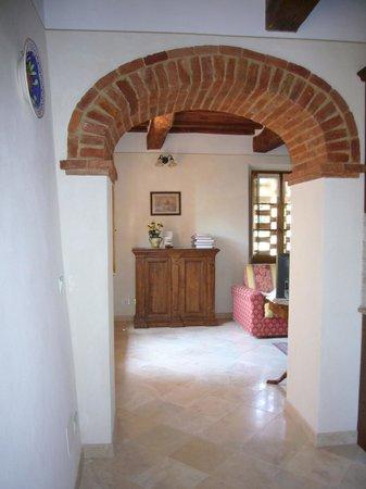 Arco a sesto ribassato,che divide la cucina dal soggiorno ...