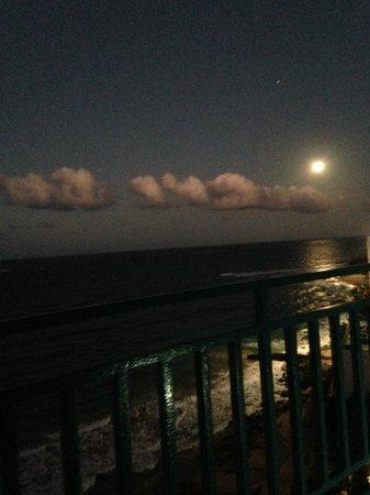 San Juan Marriott Resort & Stellaris Casino: Moon rise Puerto Rico