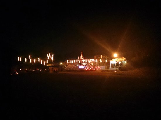Raman Cottages: outside resort at night