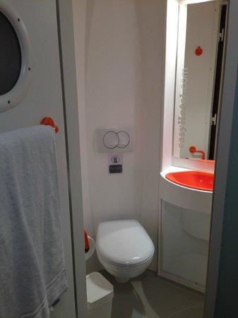 easyHotel Edinburgh : Bathroom toilet and sink.