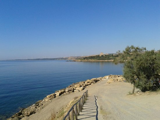 Villaggio Baia dei Greci: panorama dalla spiaggia