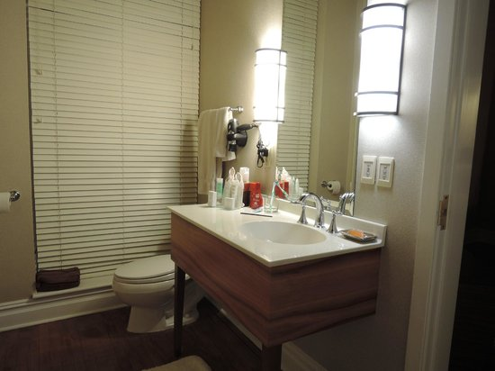 The Independent Hotel: Bathroom with Shower