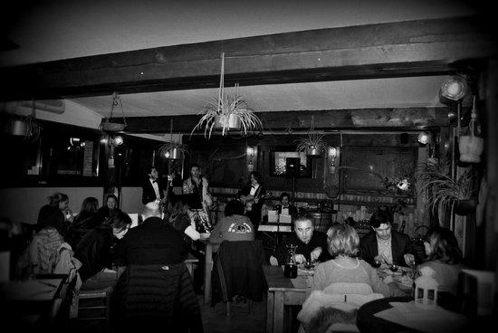 Osteria Vienioltre a Casa di Alice: Elvis Tribute
