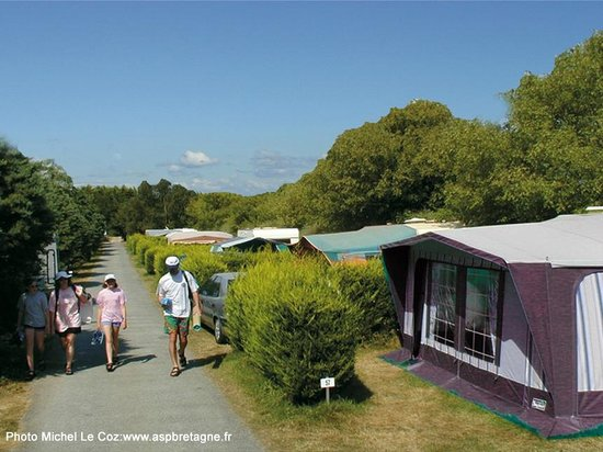 chalet picture of camping la plage benodet benodet tripadvisor. Black Bedroom Furniture Sets. Home Design Ideas