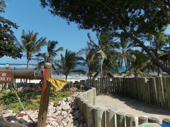 Amani Tiwi Beach Resort : First Impressions